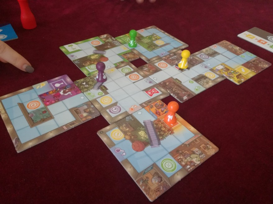Magic Maze Review: Playing a six player game.