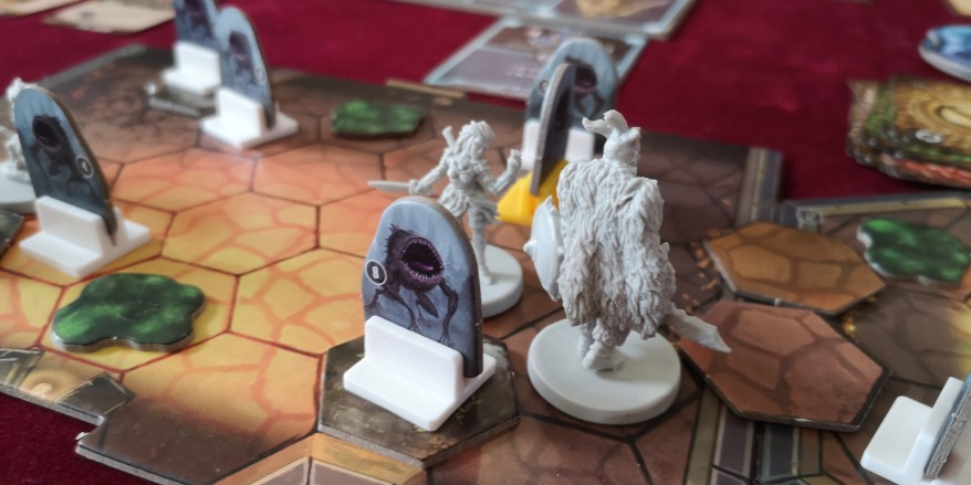 Gloomhaven tips and advice - The Scoundrel and the Brute in combat.